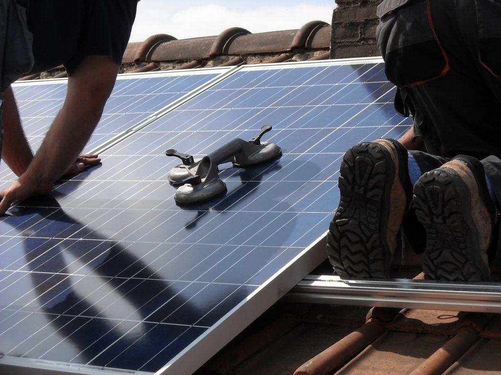 Panneaux solaires - Les prestations de DomElec, expert électricien en Savoie et Haute-Savoie